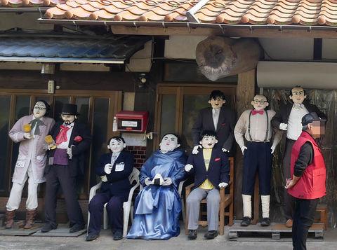 シュール可愛い!広島・湯来町のオオサンショウウオこんにゃくとリアルかかし