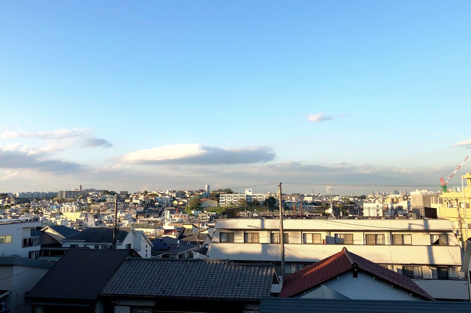静かな住宅地にある眺めのよい「高島山公園」