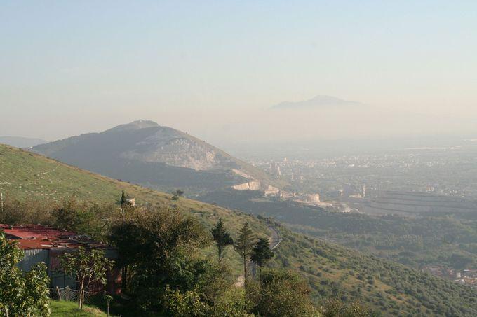 平野と海とヴェスヴィオ山を見下ろす街、カゼルタヴェッキア