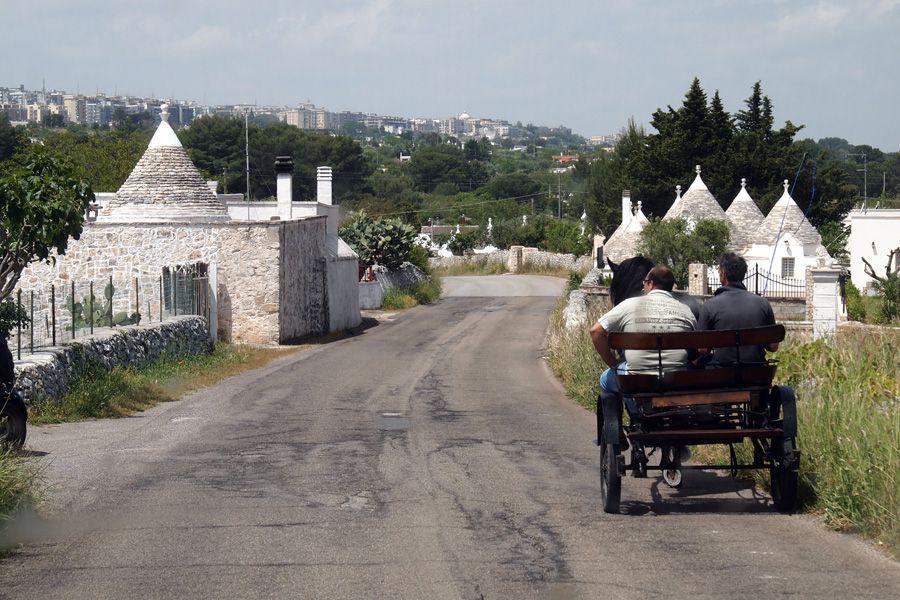 周辺には個性的な小さな街が...