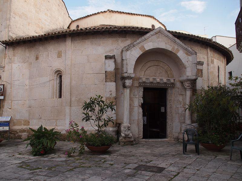 南イタリア「ブリンディシ」ローマ街道の果ての港町に十字軍の教会を訪ねる