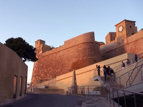 マルタ・ゴゾ島 オープントップバスで絶景も世界遺産もらくらく周遊