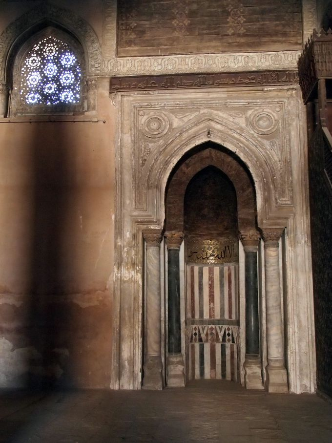 静寂の空間でひと息つけるモスク