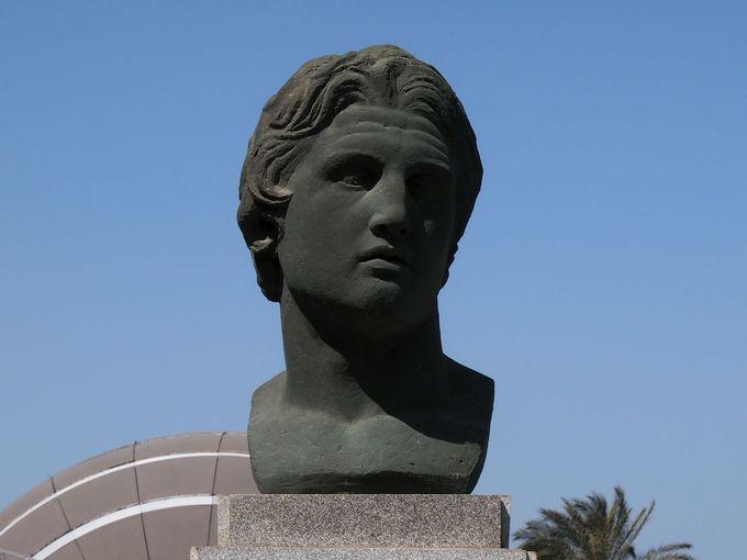 世界の学問の中心を目指した「アレキサンドリア図書館」