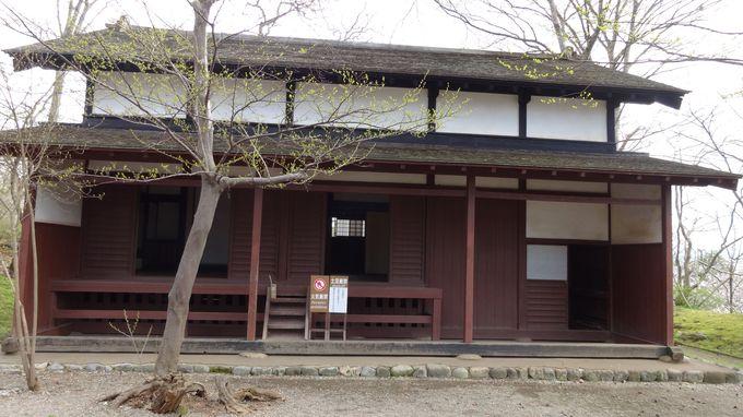 城の警備をした物頭が住む「御物頭御番所」と久保田城表門