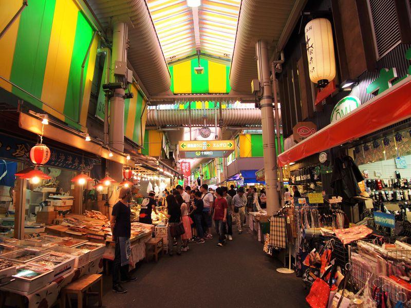 観光客で大賑わい!江戸時代から続く歴史ある市場