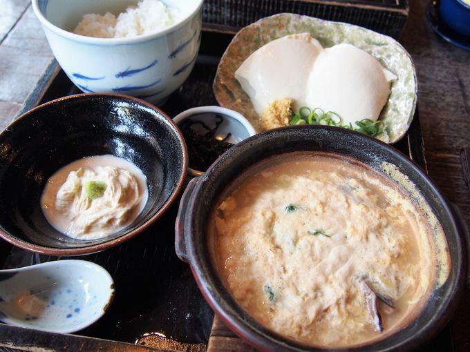 土鍋で食べるアツアツ絶品の湯葉丼