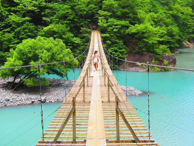 揺れる橋の真ん中で恋の願い事をしよう!