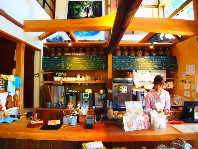 築50年の建物をリノベーション!吹き抜けのおしゃれなカフェ
