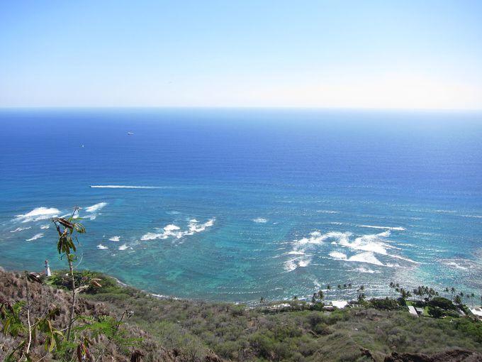 階段を抜けると青い海の大パノラマ