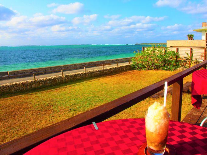 伊江島と青い海に癒させれる「カフェ チャハヤブラン」