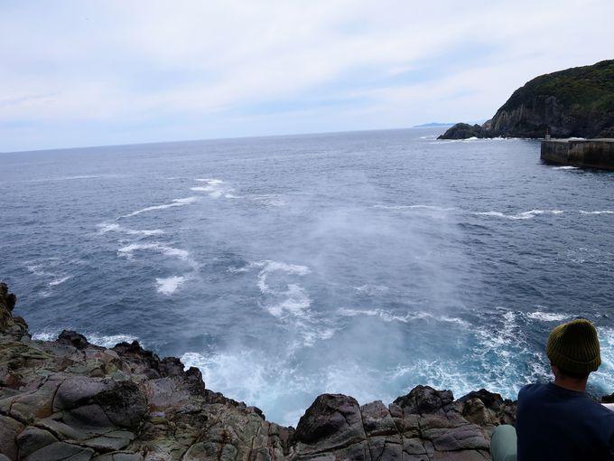 海水が空高く吹き上がる!龍宮の潮吹き