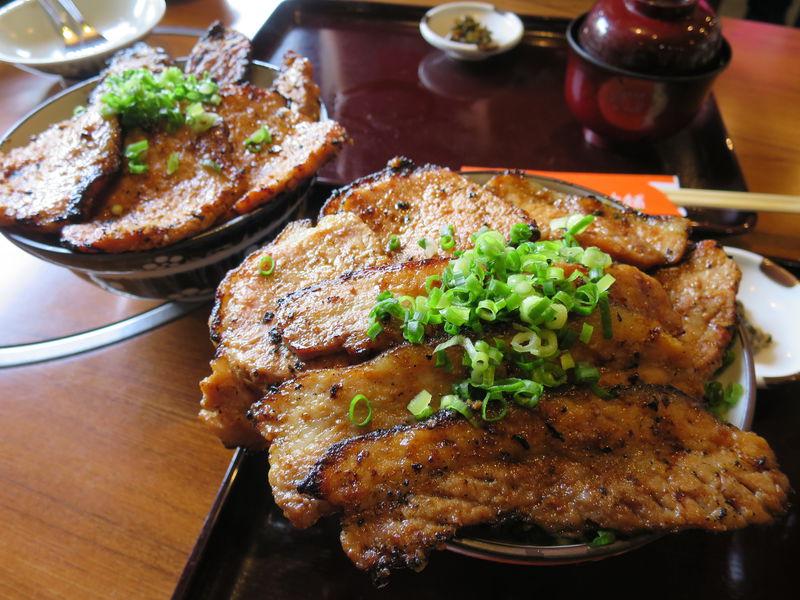 行列必至!秩父「野さか」みそ豚丼の美味しさと迫力がすごい
