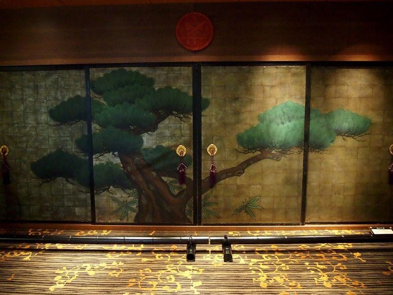 映画好き必見!マツダ車のシートに天井画に畳席!広島の名物映画館「八丁座」と「サロンシネマ」
