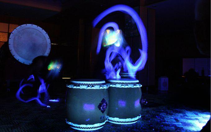 暗闇を彩る和太鼓ショーは圧巻!
