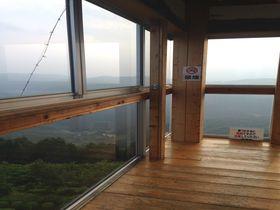 大人も夢中!紙飛行機専用「とよまつ紙ヒコーキ・タワー」広島県神石郡