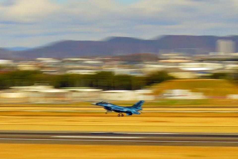 展望デッキからは航空機の離着陸が間近で楽しめる