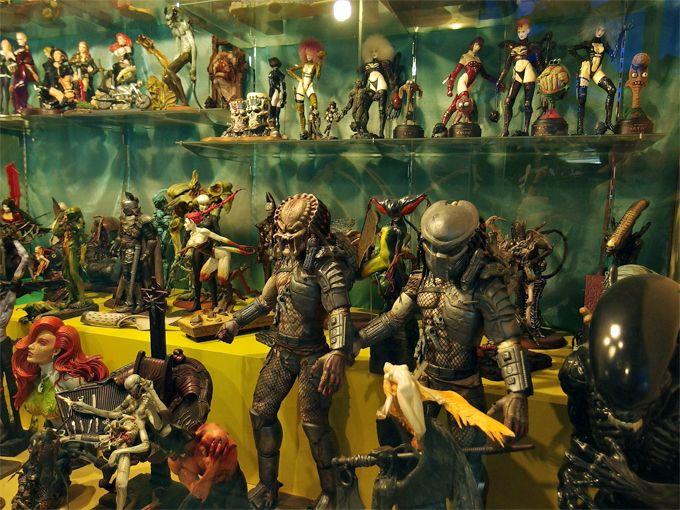 怪しく妖しい人形たちの大群。中にはあの著名クリエイターの作品も!