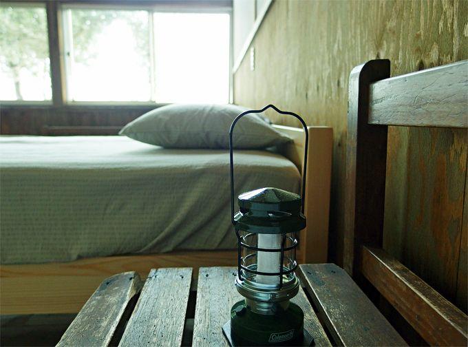 教室で、夜と朝を迎える