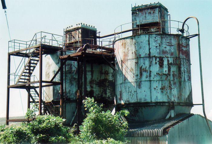 炭鉱の島ならではの遺構が、日常風景の中に