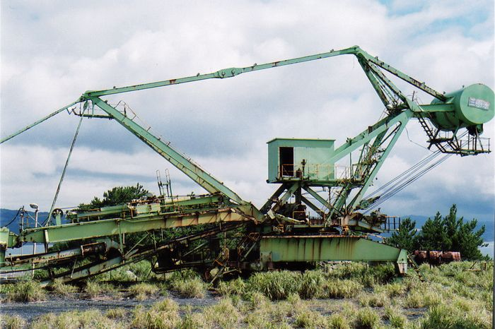 まるで巨大化した昆虫のよう?!取り残された重機械