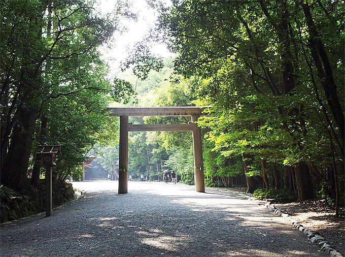 いざ内宮へ、早朝参拝で神宮の杜本来の清らかさに浸る