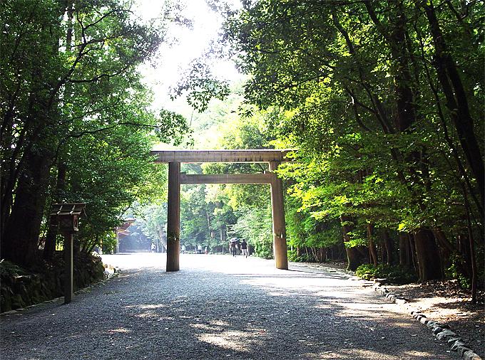 かつて桜の神もいた!伊勢神宮内宮、太古の神祀りに触れる参拝