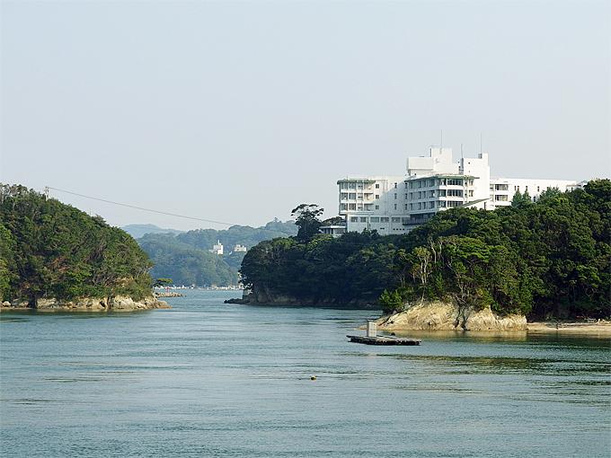 船から見える景色にも、昭和の観光地の面影が