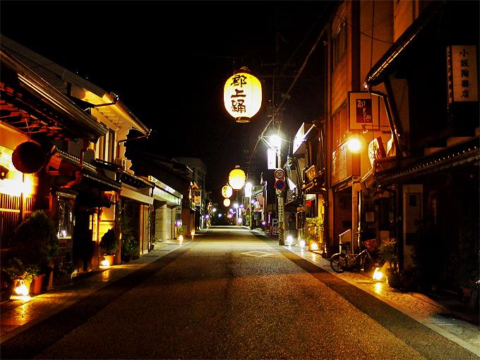 本町、宗祇水周辺の夜景は幻想的でフォトジェニック!