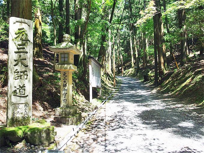 比叡山屈指の霊域「元三大師御廟」へ