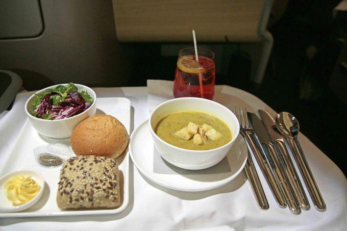 ビジネスクラスの機内食はオーストラリアの有名シェフが監修