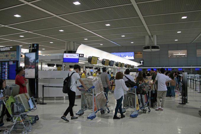 成田空港でのカウンターの場所とチェックイン方法