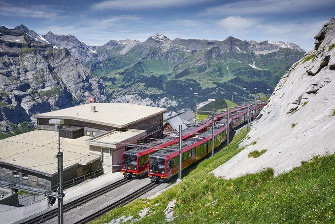 ヨーロッパで最も高い位置にある鉄道駅を結ぶ