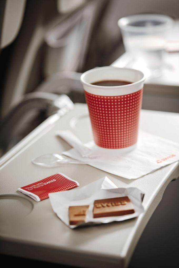魅力4.食材に拘った機内食とオリジナルチョコレート