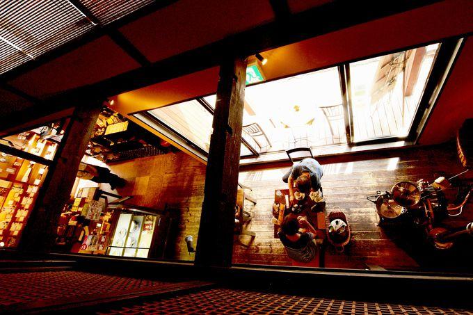 レトロな温泉街に溶け込むリノベーションカフェ