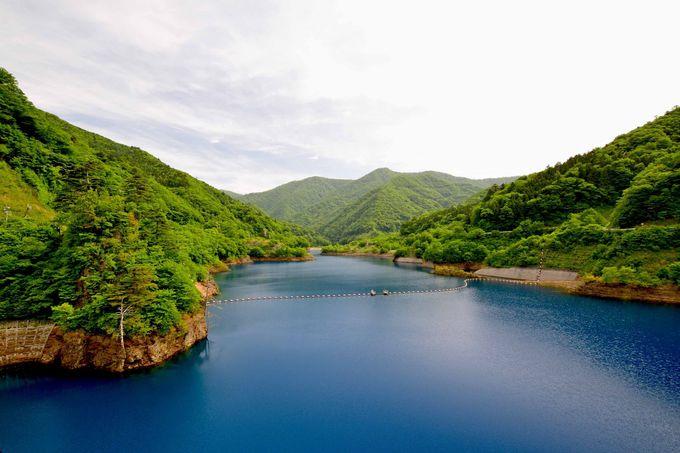 奥四万湖周遊で四万ブルーを楽しむ
