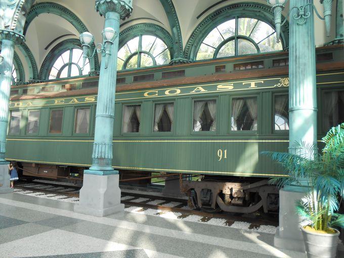 敷地内には鉄道も展示