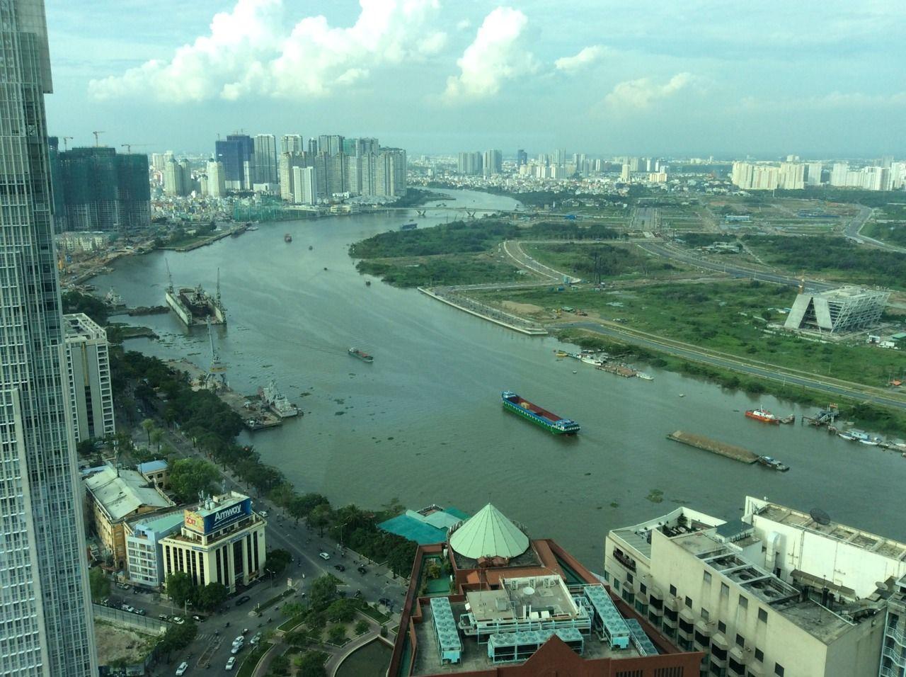 サイゴン川を一望できるクラブラウンジ