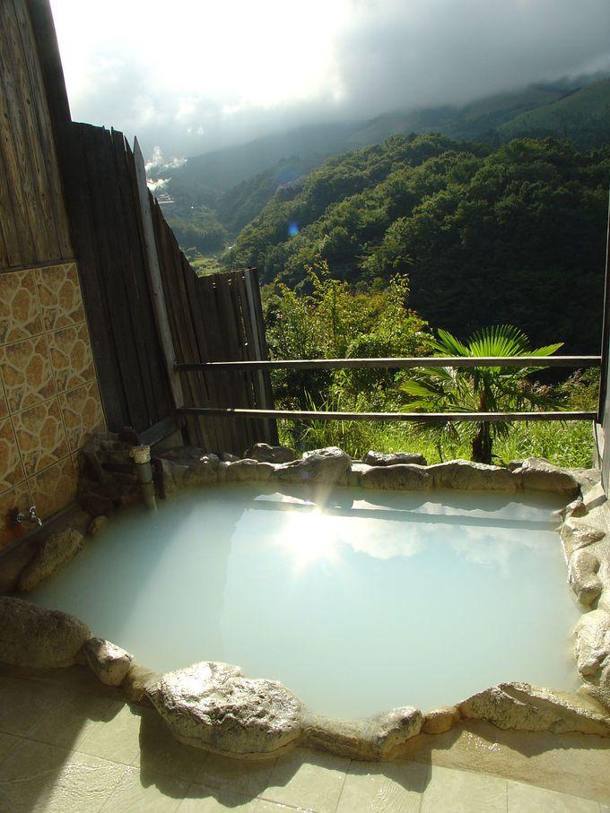 新鮮な源泉の一番風呂が楽しめる「コインタイマー式貸切温泉」