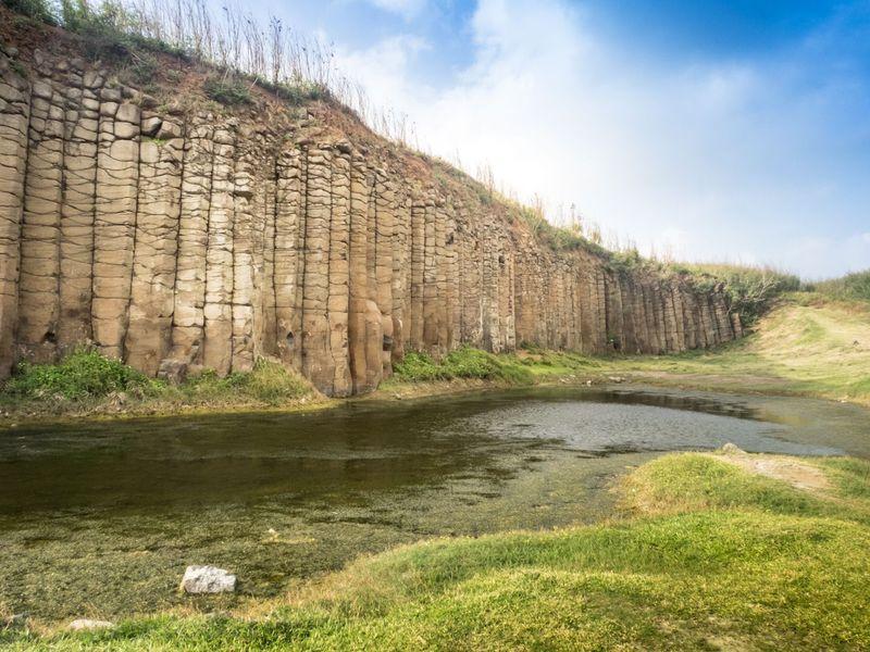 千年埋まっていた火山の芸術! 台湾・澎湖「大果葉玄武岩」
