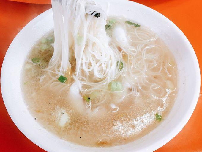 新鮮なヤリイカとさっぱりスープのにゅうめんがベストマッチ! 澎湖名物「小管麺線」