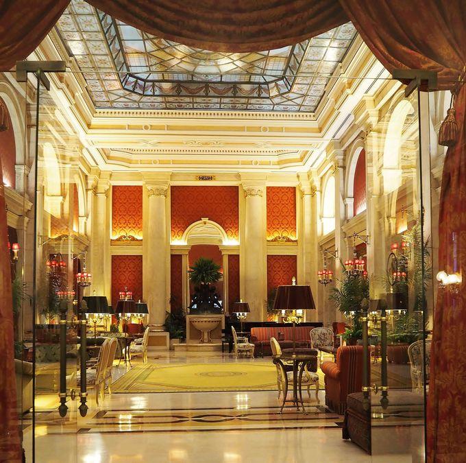 「宮殿」という名の通りの豪華な内装!