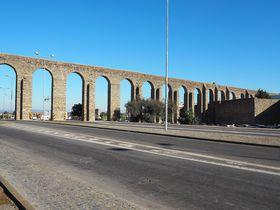 街に橋が突き刺さってる!?世界遺産の街ポルトガル「エヴォラ」街歩きガイド