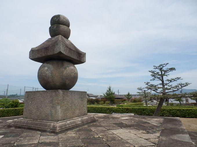 西大寺中興の祖・叡尊の巨大な五輪塔