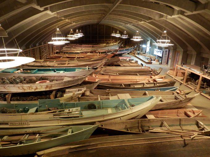 木造船が並べられた歴史遺産の宝庫・船の棟