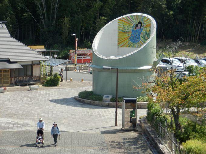 この竹筒の正体は?かぐや姫誕生のシーンが描かれた竹取公園の巨大なオブジェ