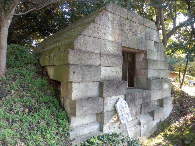 建物の外まわりにも注目!復元された束明神古墳の横口式石槨