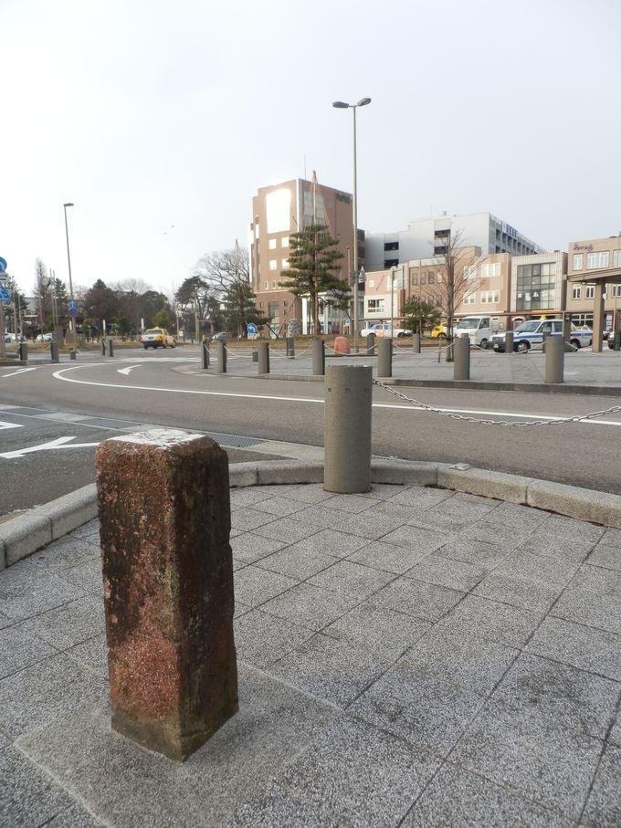 広大な城域を確認しよう!往時の城域を示す駅前の石碑(北東部分)