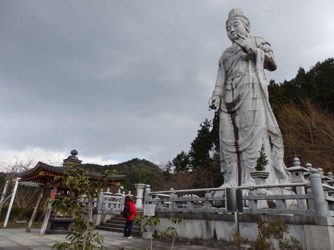 壷阪寺の代名詞!巨大な天竺渡来大観音石像