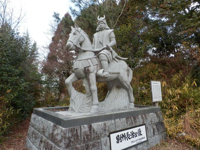 すべてはこの人の離反からはじまった!三木城内に建つ別所長治公像